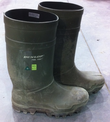 Ohm rated rubber boots